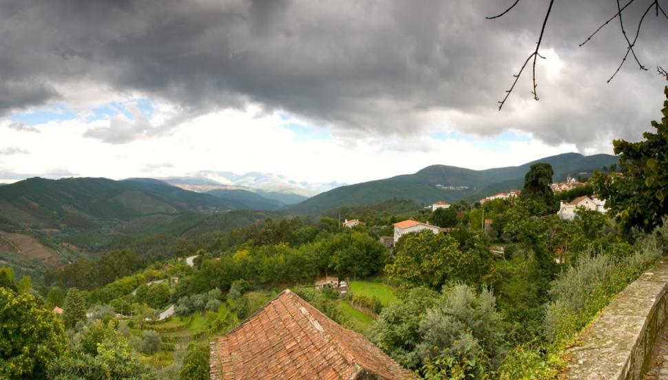 Aldeia das Dez - Aldeia Miradouro. Toda a aldeia é um miradouro para a paisagem envolvente.