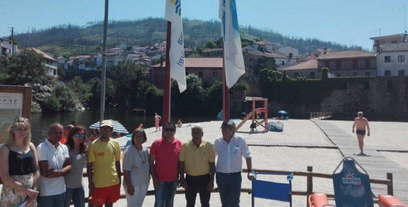 Praia Fluvial de Avo hasteou bandeiras Praia Acessível e Praia da Rede de Aldeias do Xisto